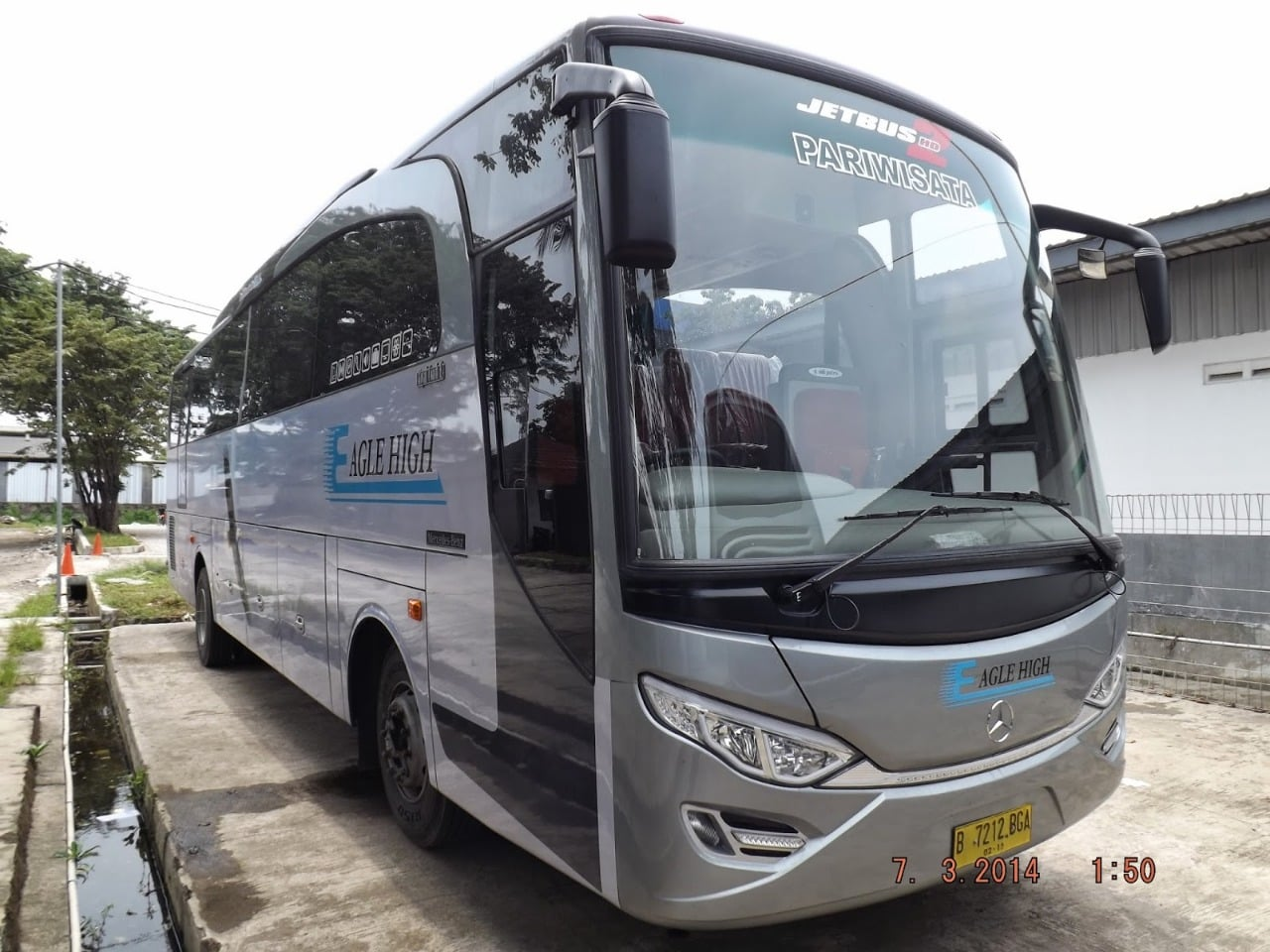 Bus Pariwisata 59 Seats Eagle High