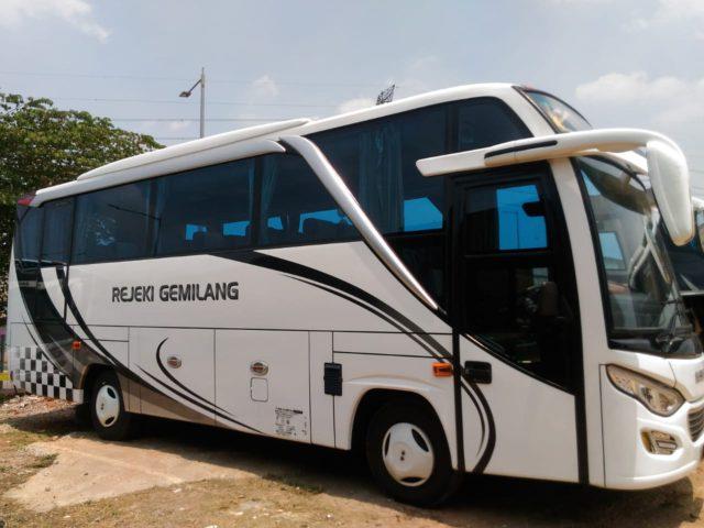 Bus Pariwisata Rejeki Gemilang