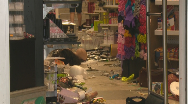 ferguson-looting-081114_9