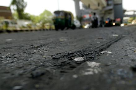 road-melting-heat-delhi