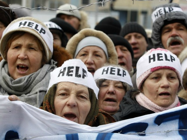 ukraine-protesters-help-AFP