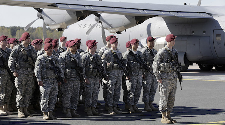 First company-sized contingent of about 150 U.S. paratroopers from the U.S. Army's 173rd Infantry Brigade Combat Team based in Italy attend a welcome ceremony in the airport in Riga April 24, 2014. © Ints Kalnins / Reuters