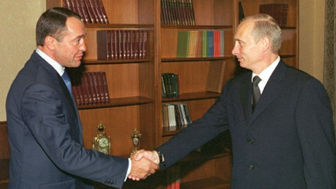 Russian President Vladimir Putin (right) with Mikhail Lesin in 2002. (ITAR-TASS/Sergei Velichkin/Kremlin.ru. CC BY 3.0 via Wikimedia Commons)