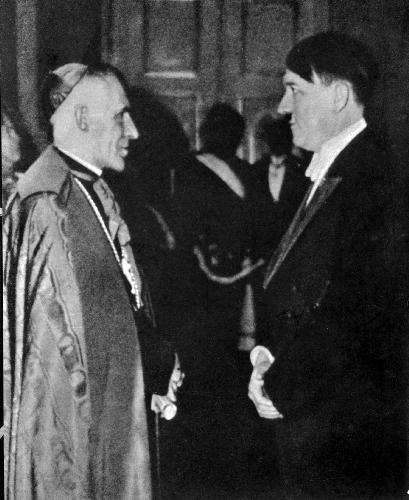 Zleva Pius XII (1987 - 1858 ), vl.jménem Eugenio Pacelli -øímský papež (1939-1958) pøi setkání s Adolfem Hitlerem .