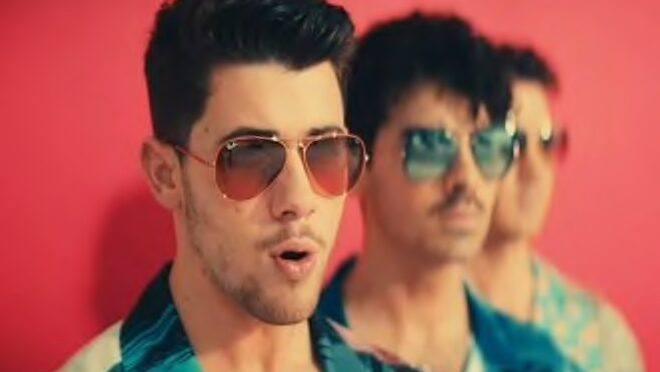 Jonas Brothers – Cool | Priyanka Chopra