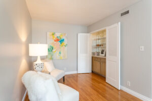 1300 Midvale Ave-13