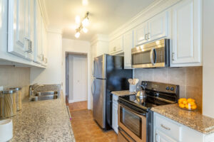 1300 Midvale Ave-17