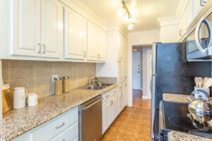 1300 Midvale Ave-18