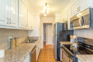 1300 Midvale Ave-19