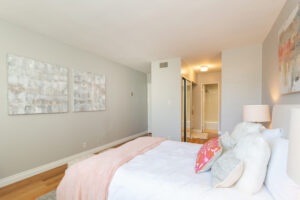 1300 Midvale Ave-21