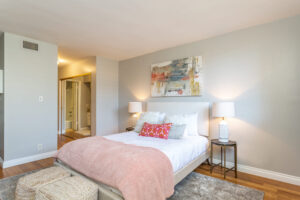 1300 Midvale Ave-22