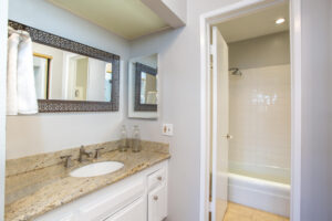 1300 Midvale Ave-24