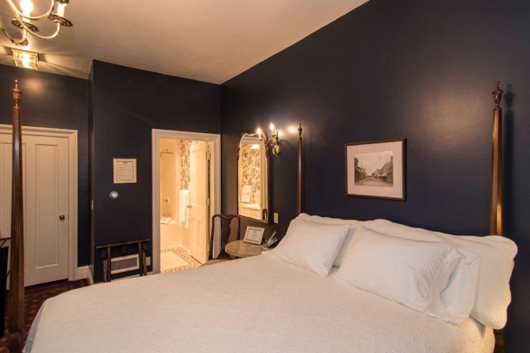 standard guest room The Rochester Inn
