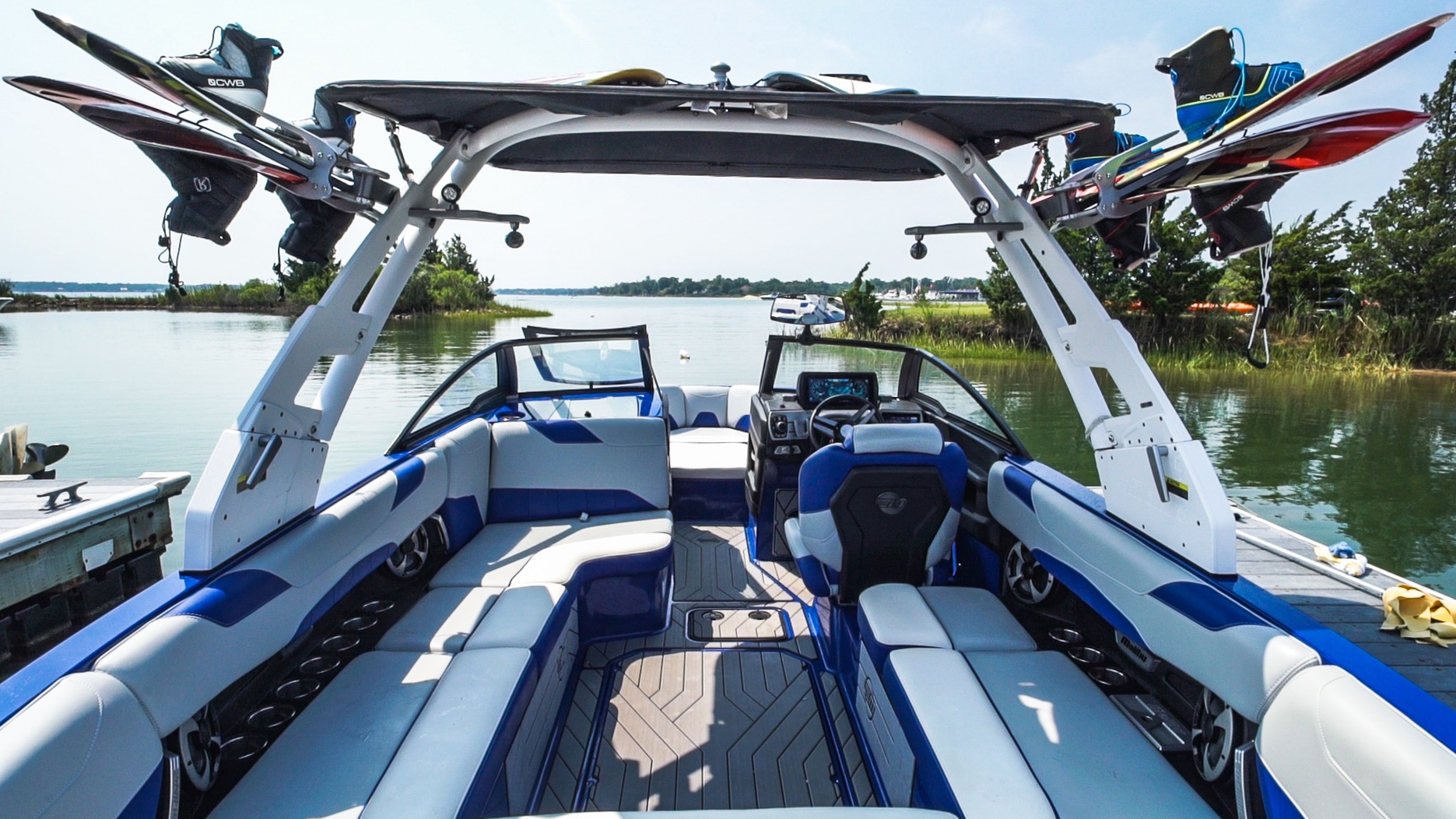 2019 Malibu Boats 22 VLX at Peconic Water Sports in Southold, NY