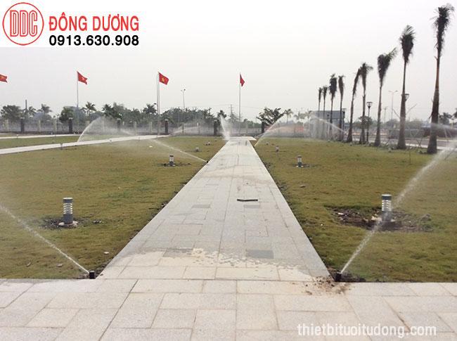Tưới cảnh quan quảng trường Hậu Gaing