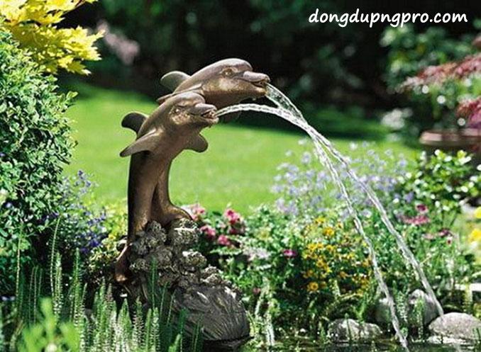 Ý tưởng thiết kế đài phun nước mini với tượng cá heo bằng đá hoặc đất nung