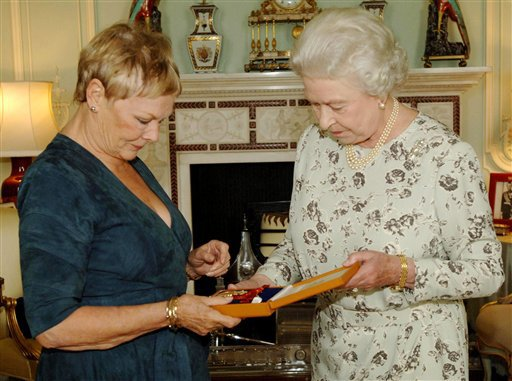 judi-dench-companion-of-honour-20051026