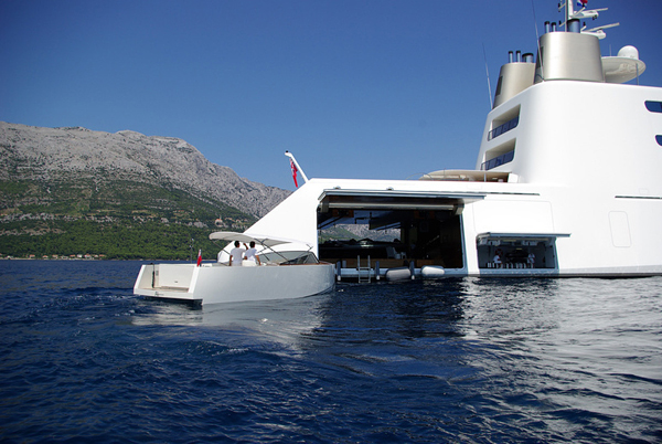 superyacht-a-side-entry