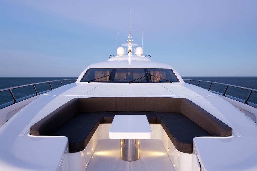 Quantum-super-yacht-bow