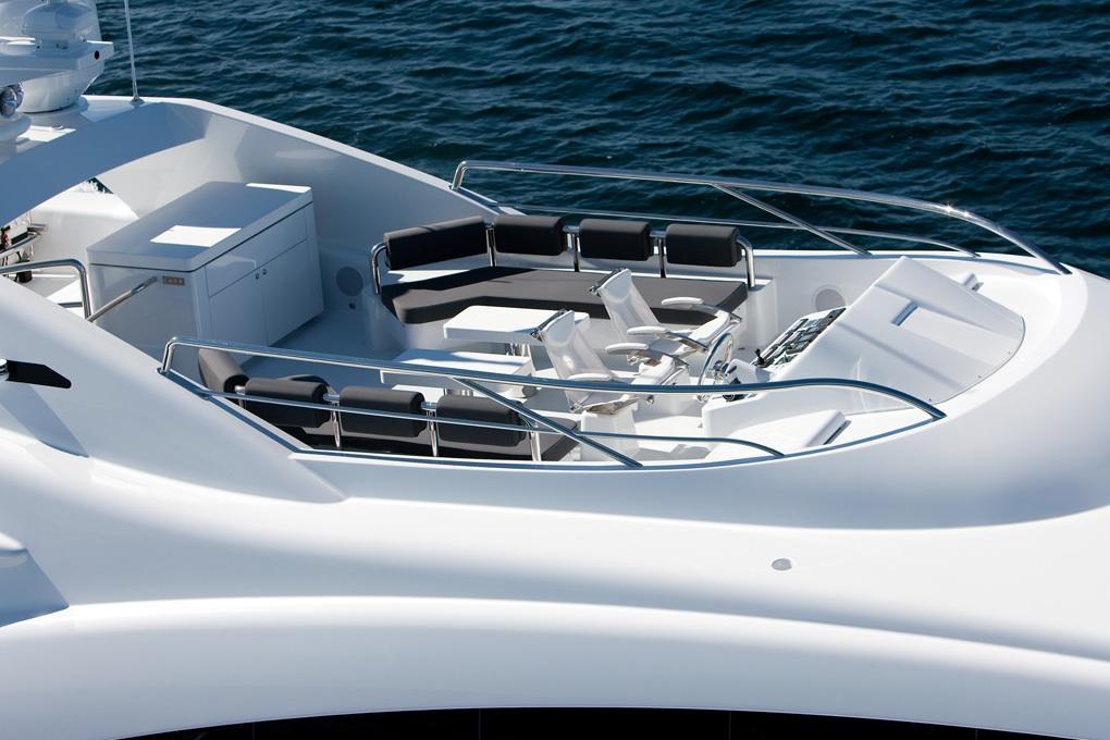 Quantum-super-yacht-flybridge-lounge