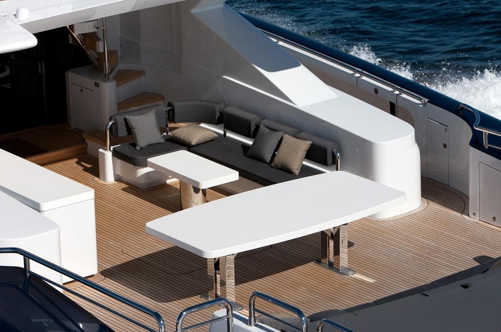 Quantum-super-yacht-open-deck