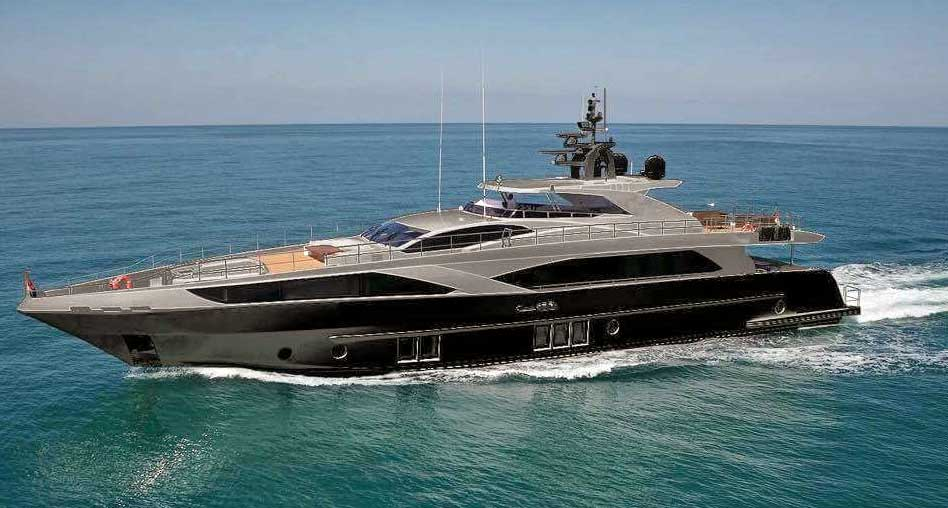 super-yacht-hire-sydney-on-ghost-ii-ocean-cruising