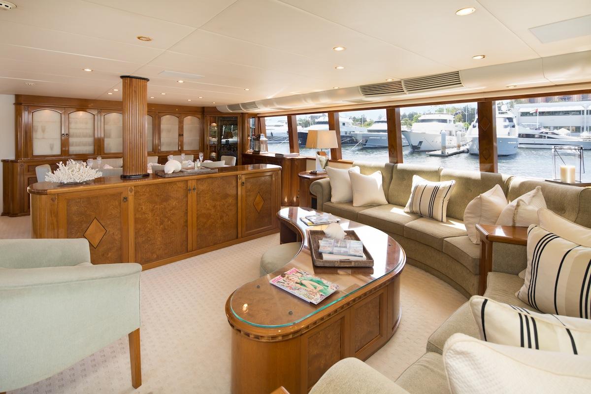 luxury-boat-hire-on-oscar-ii-12