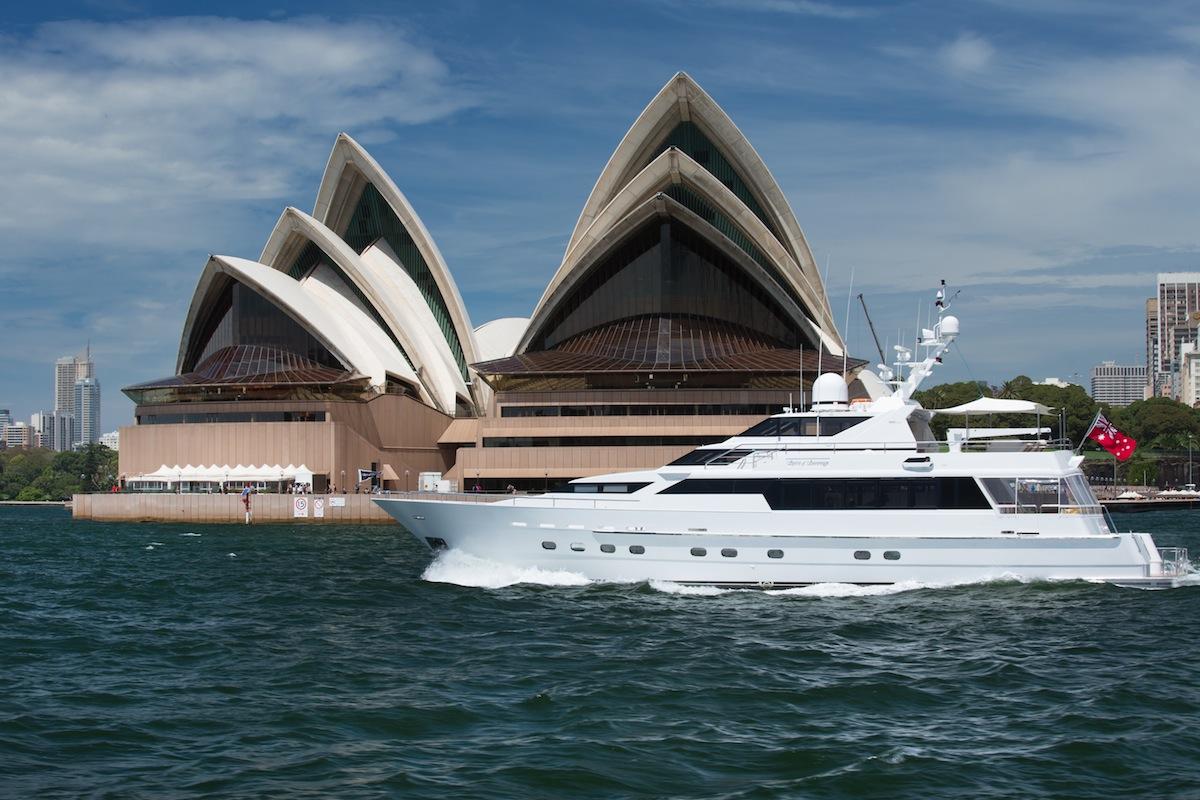 luxury-boat-hire-on-oscar-ii-16