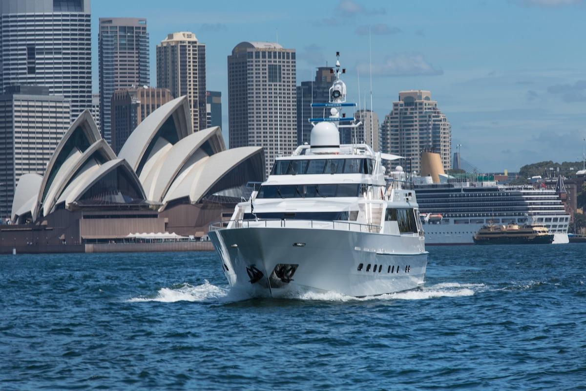 luxury-boat-hire-on-oscar-ii-17