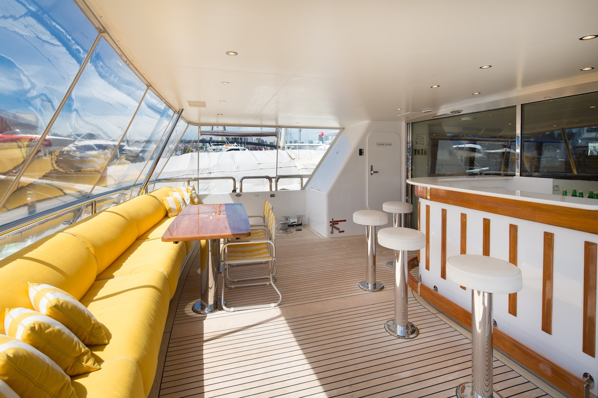 luxury-boat-hire-on-oscar-ii-22