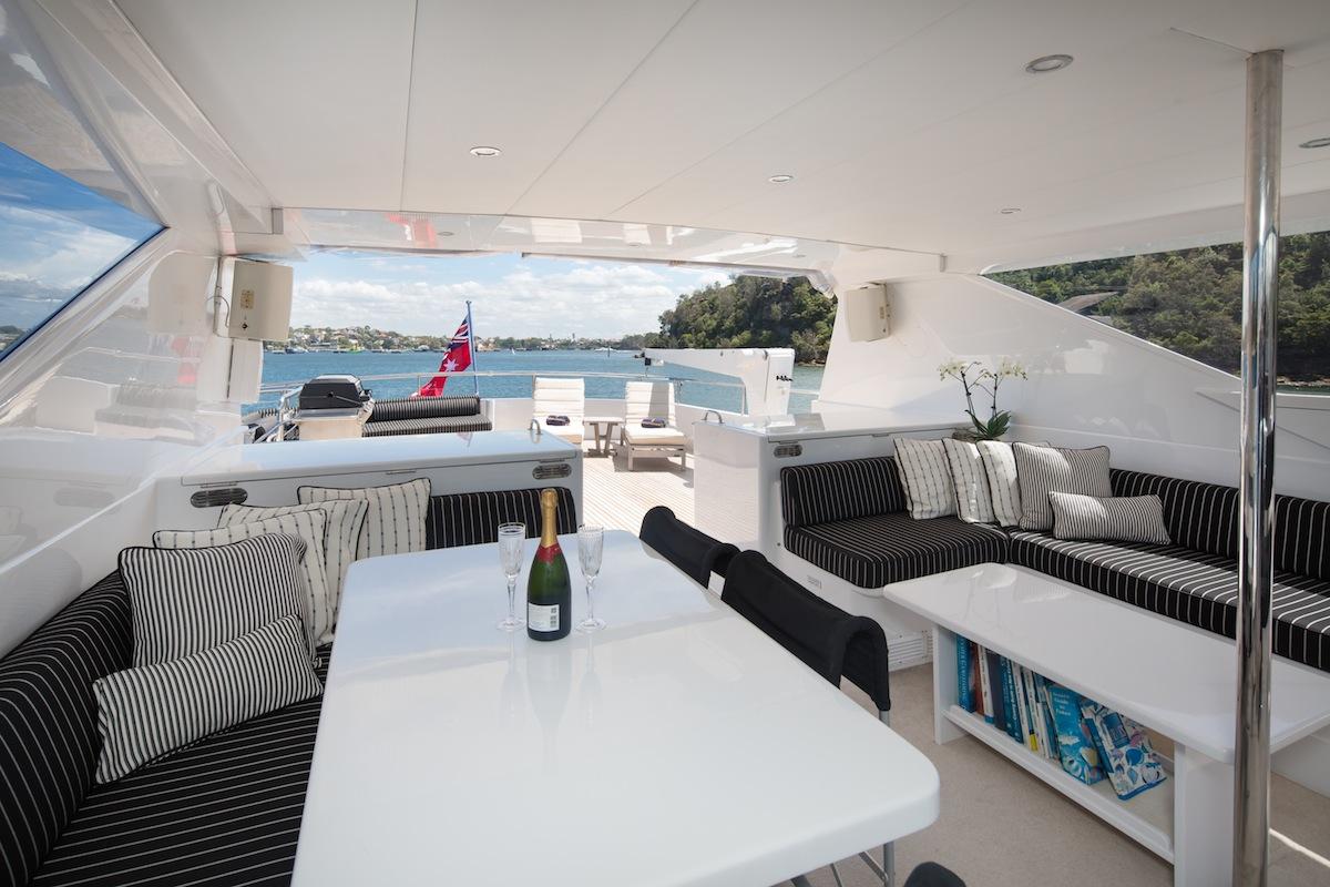 luxury-boat-hire-on-oscar-ii-23