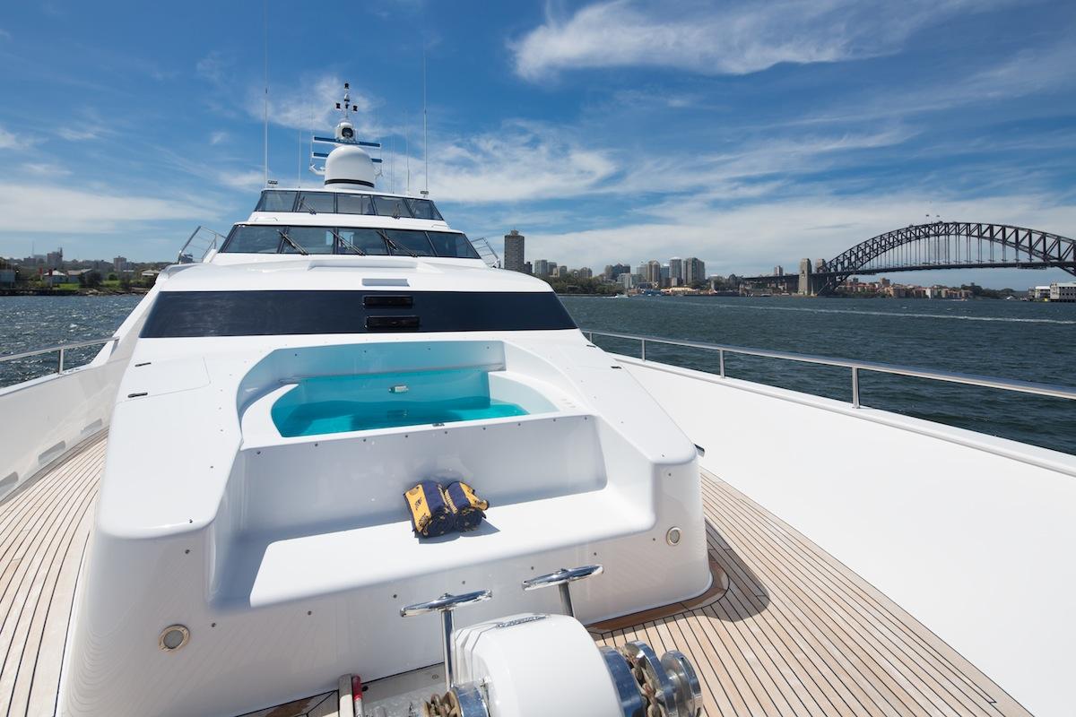luxury-boat-hire-on-oscar-ii-9