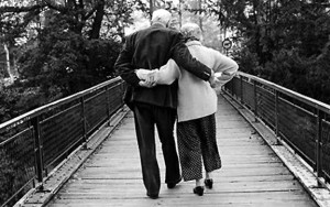 old-couple-holding-hands-new