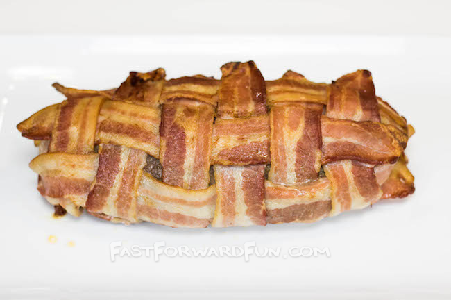 Bacon and sausage breakfast roll... like sushi when it is cut! Super fun video tutorial.