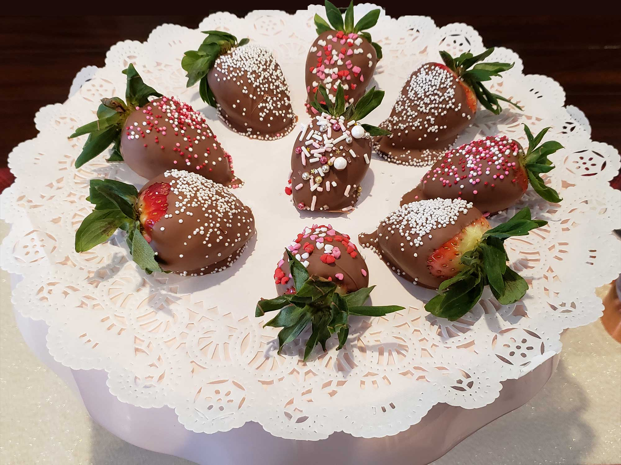 Chocoilate covered strawberries - Shannon's Eyes on the Pies