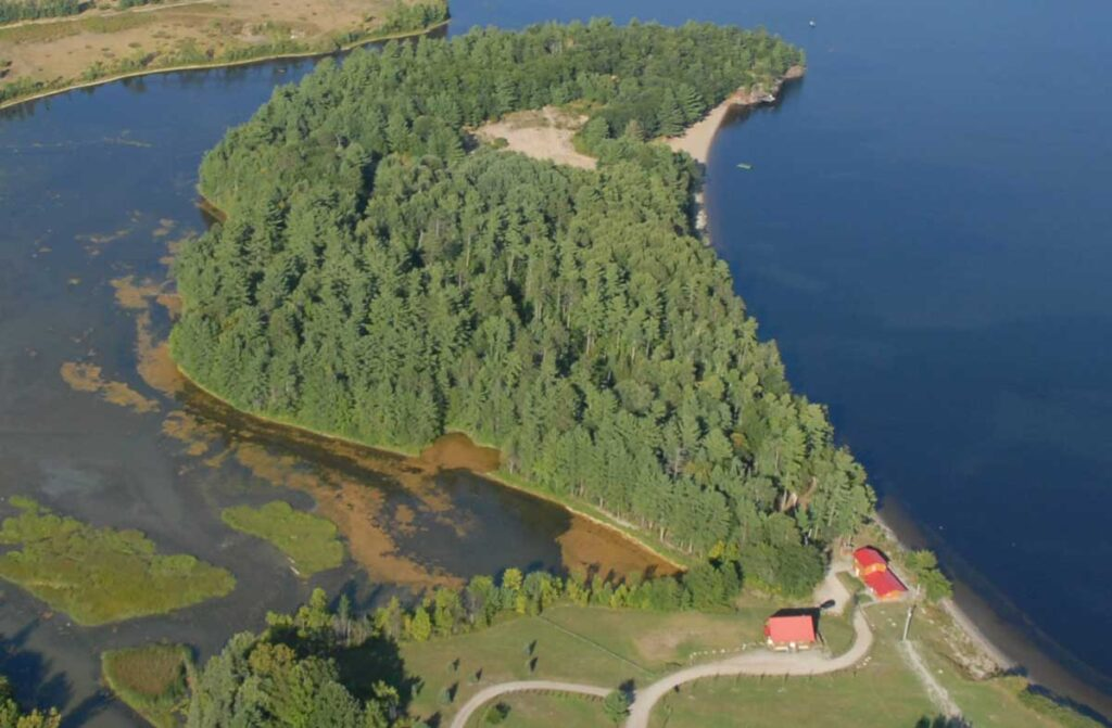 Water front for sale on the Ottawa River