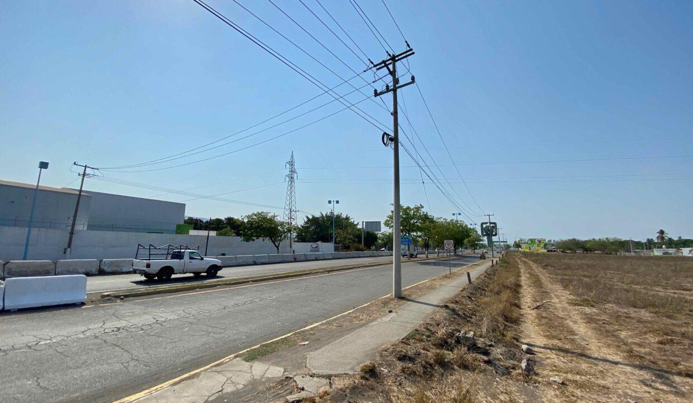 2 Avenida Entrada Tecoman  - 16