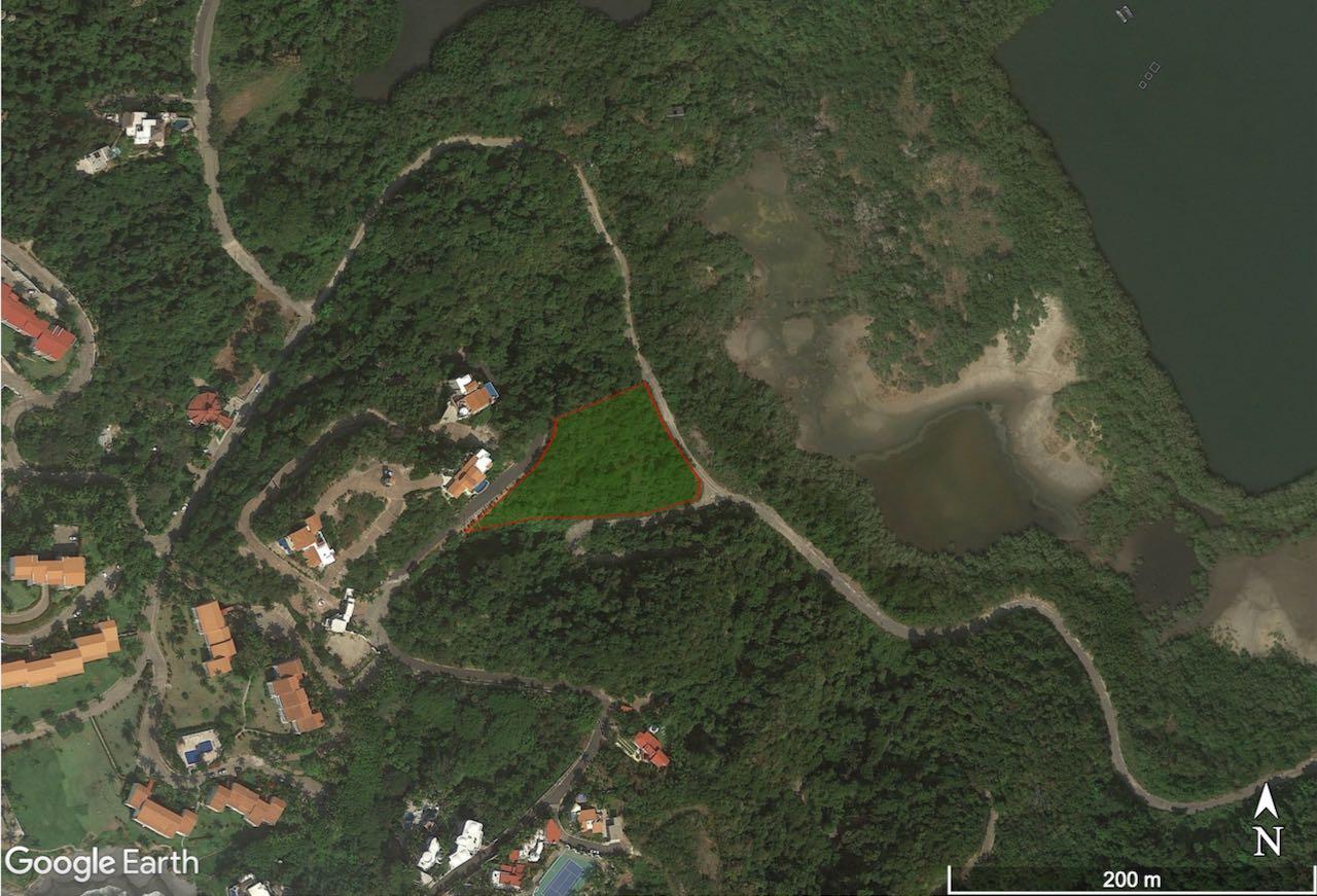 Predio Multipropósitos vista Laguna Juluapan y el mar.