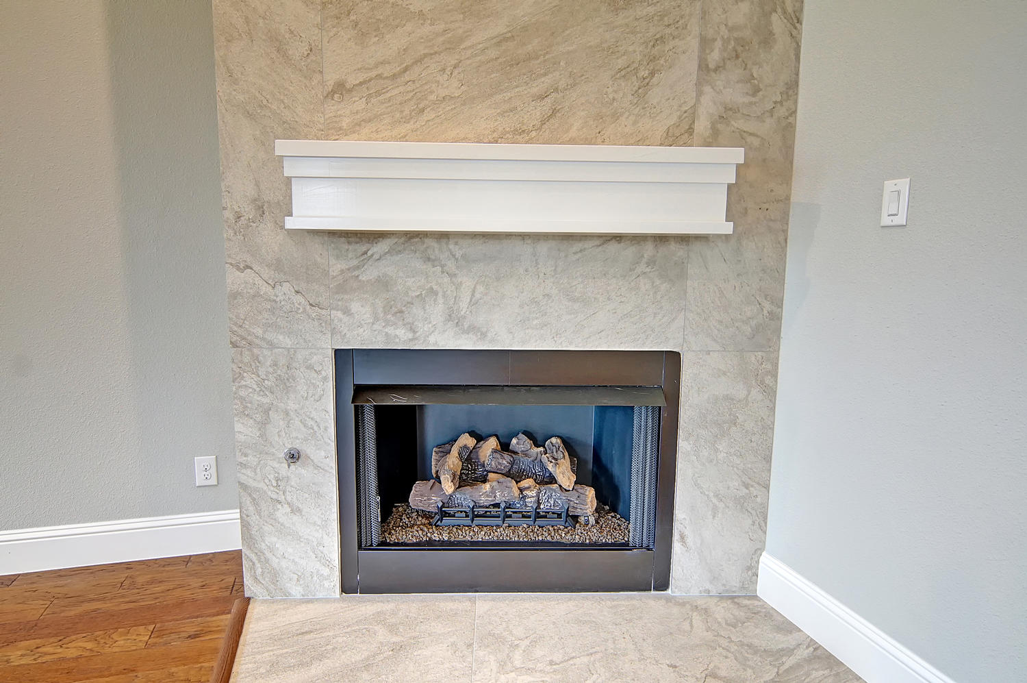 AplCreekview-large-008-30-Fireplace-1500x998-72dpi