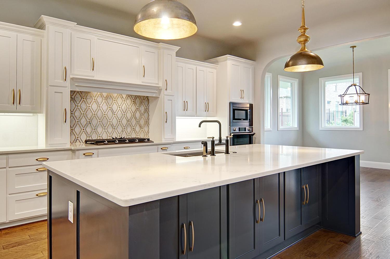 AplCreekview-large-011-28-Kitchen2-1500x998-72dpi