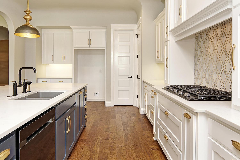 AplCreekview-large-013-23-Kitchen3-1500x1000-72dpi