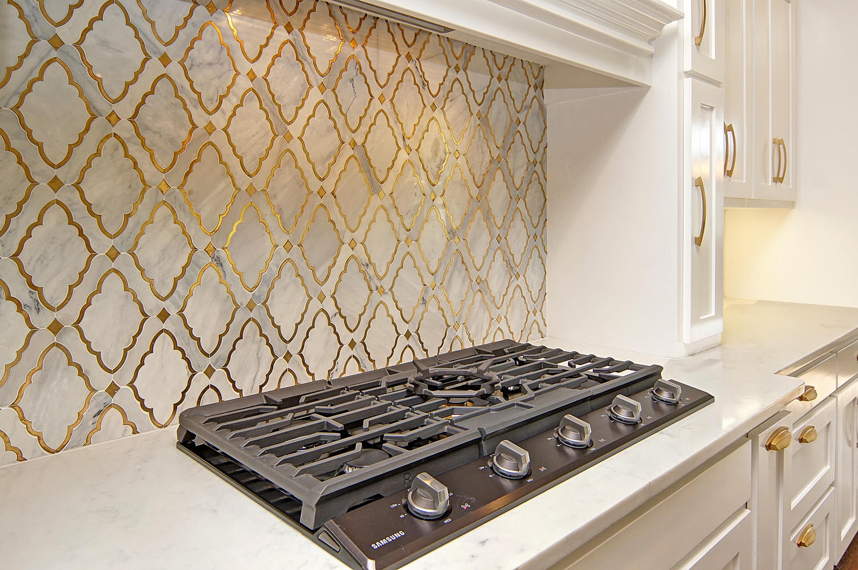 AplCreekview-large-014-43-Kitchen4a-1500x998-72dpi