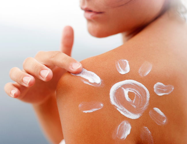Mineral vs. Chemical Sunscreens: Safe Sunscreens to Protect Your Face & Body