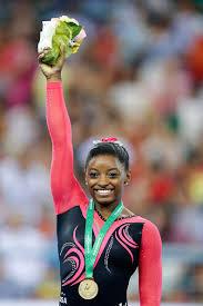 simone-biles-w-gold-medal
