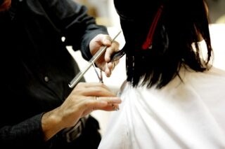 How Can a Cosmetologist Become a Barber