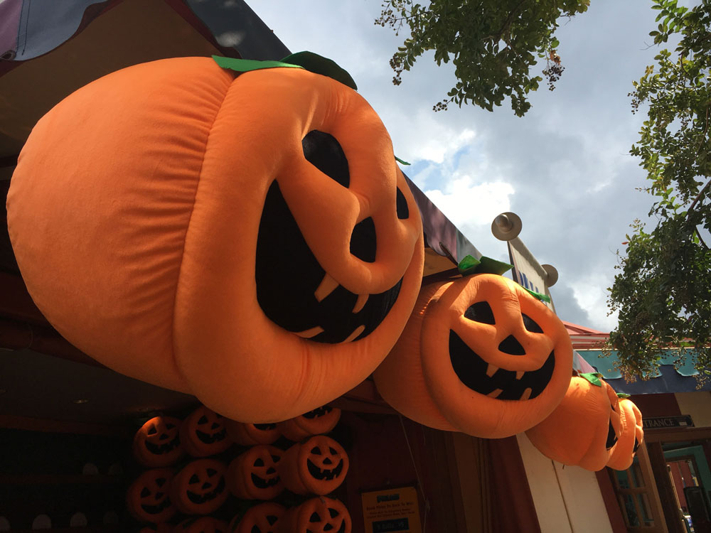 Busch Gardens Williamsburg Howl-O-Ween Halloween Jack-O-Lantern Game Prize