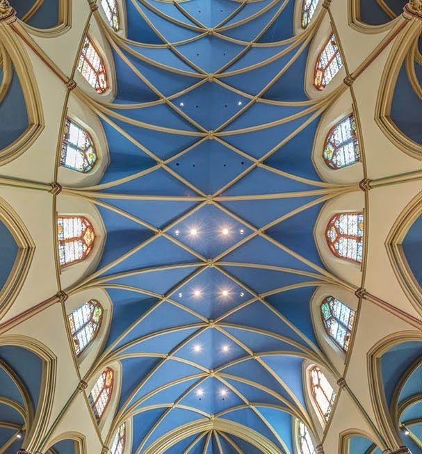 A volta ao mundo em 30 igrejas