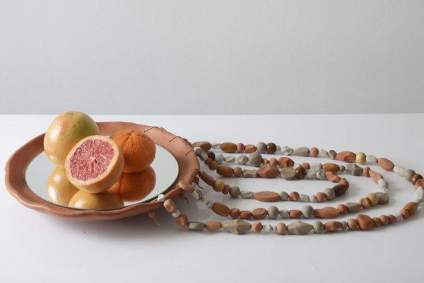 Sobre o poder dos encontros: cerâmicas da coleção Coralinas, de Marcus Camargo