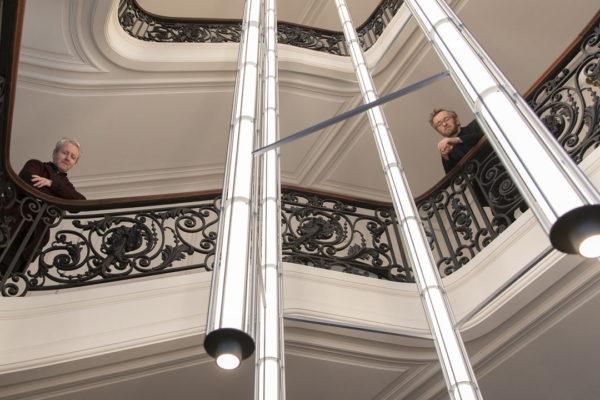 Ronan e Erwan Bouroullec criam luminárias escultóricas para museu em Paris