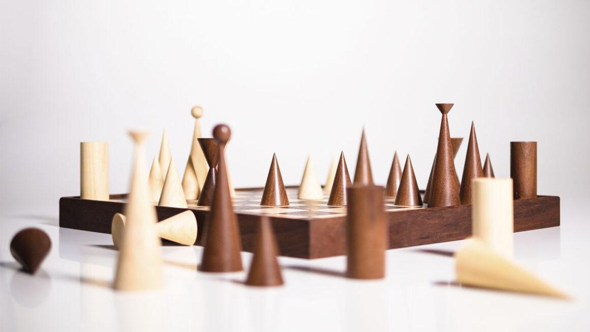 Jogo de xadrez de Aurelio Martinez Flores ganha reedição